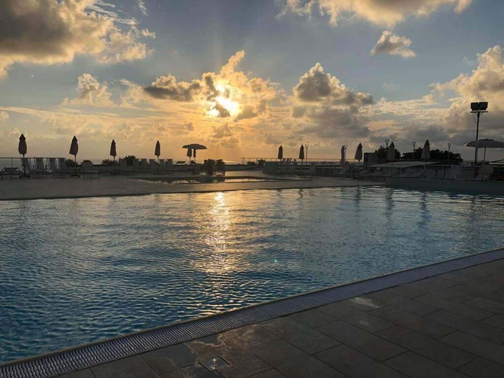 1080 piscina1