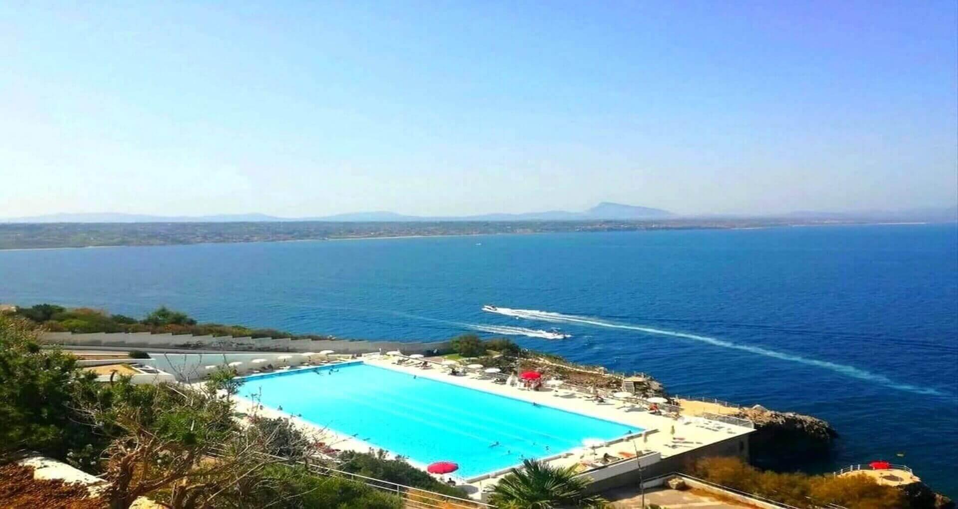 Piscina_Motoscafi_Perla_del_golfo-Resort_sfondodef